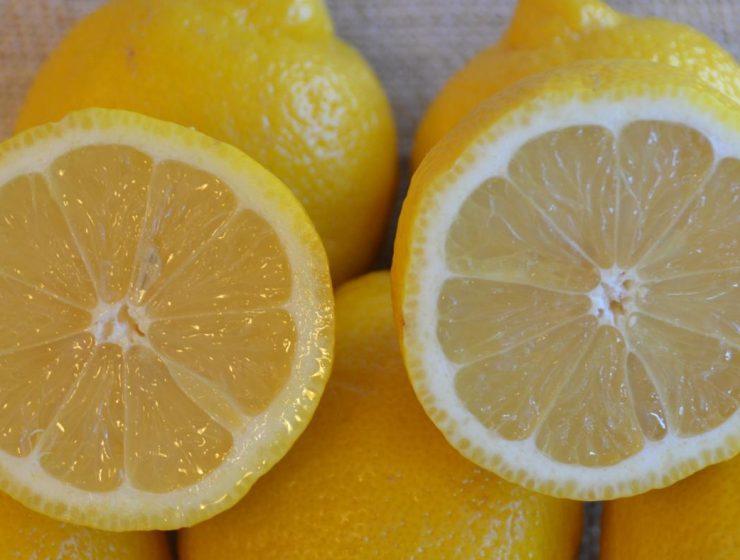 agua con limon mitos