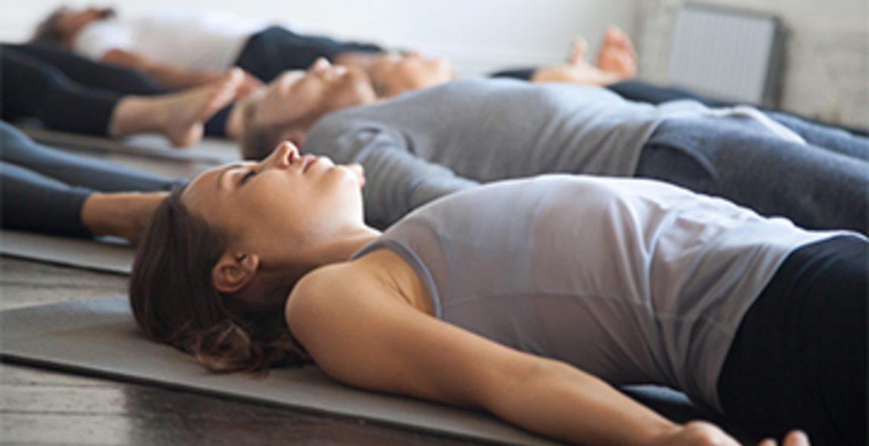 yoga india para dormir