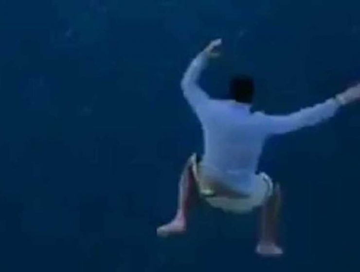 se tiró de un crucero