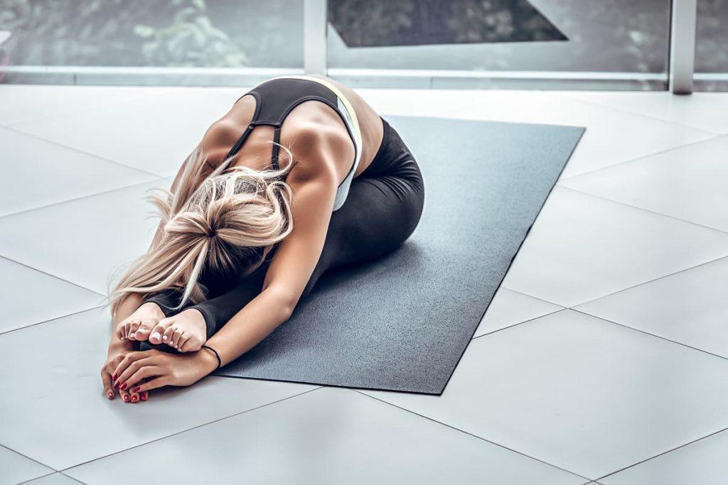 estirar yoga