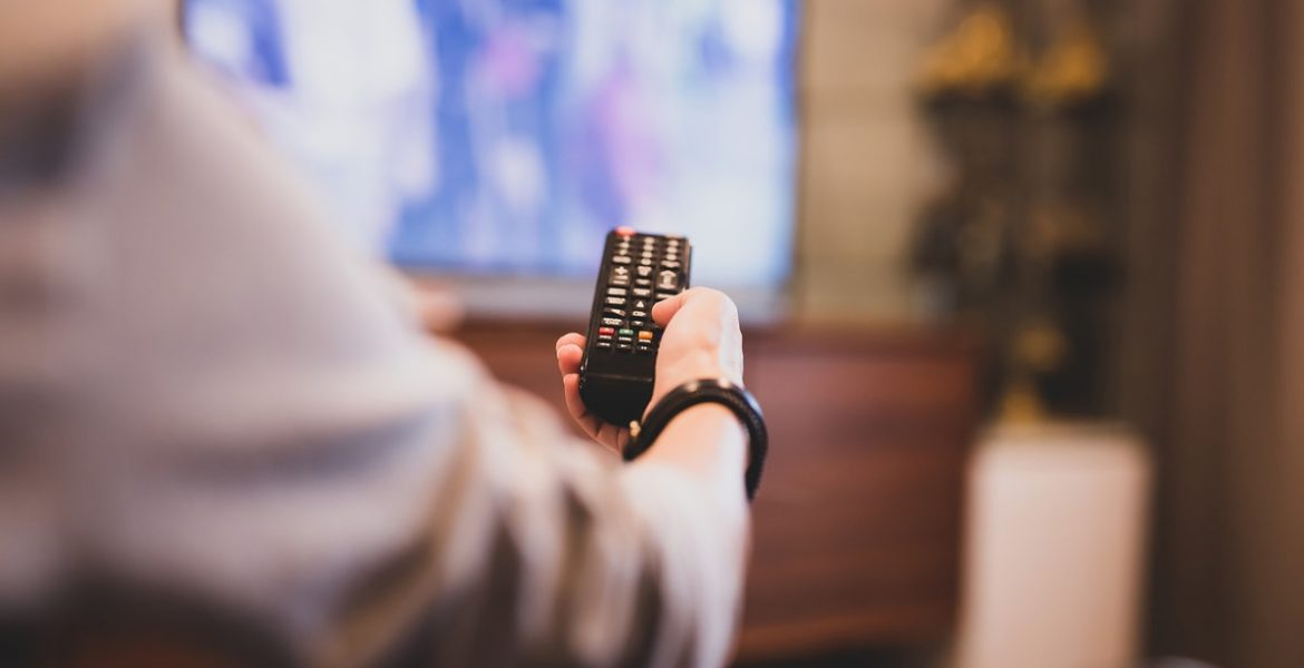 como conectar un smart tv a wifi