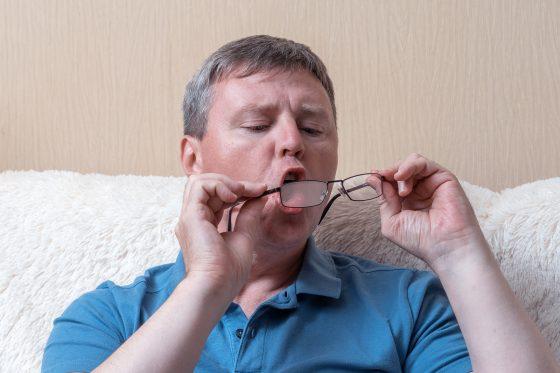 como limpiar los lentes rayados