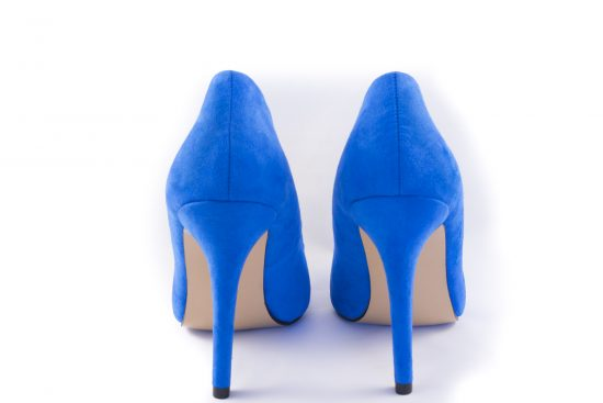 zapatos azules pantone