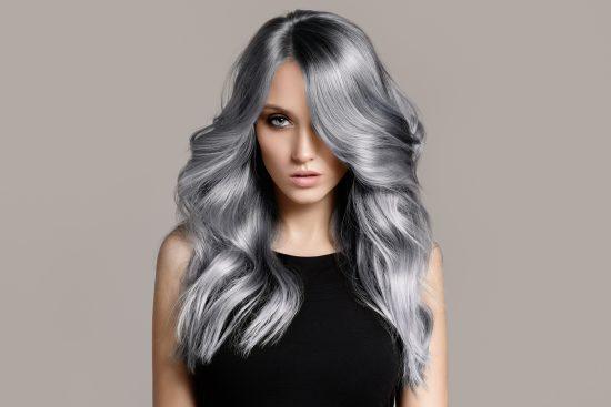 pelo color gris