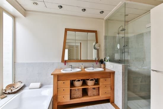 baños con muebles de madera