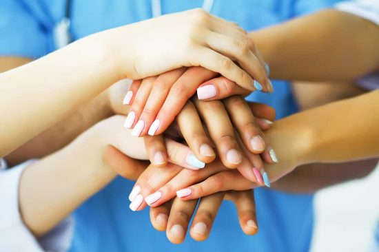 manos solidarias