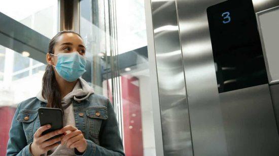 coronavirus en el ascensor