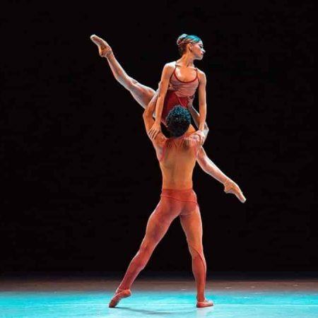 bailarines a la gorra