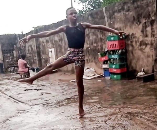 niño nigeriano baila ballet