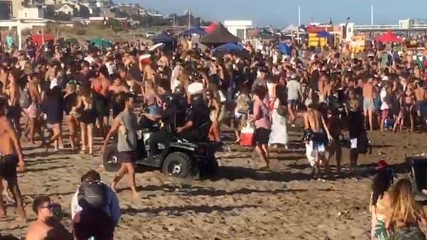 adolescentes en la playa coronavirus
