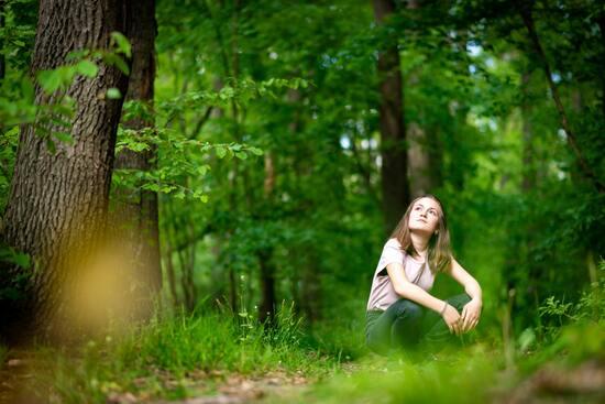 Ideas para el dia del niño: niña en naturaleza