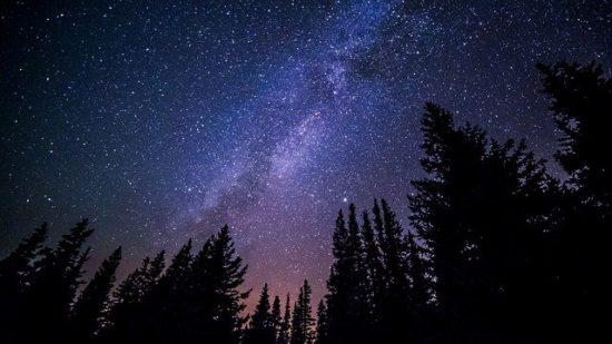App calendario de eclipses: cielo con estrellas