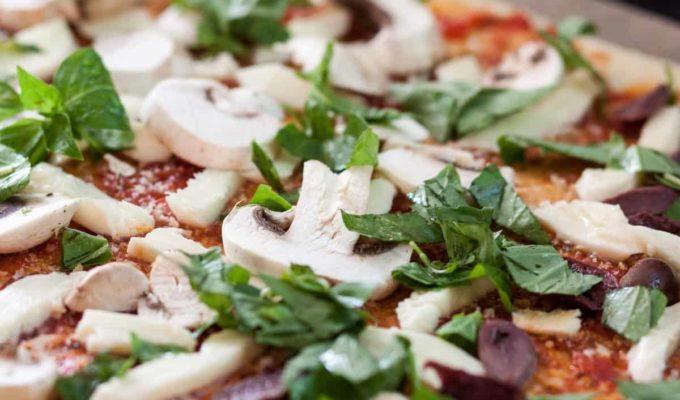 Cómo cocinar una pizza rica y saludable